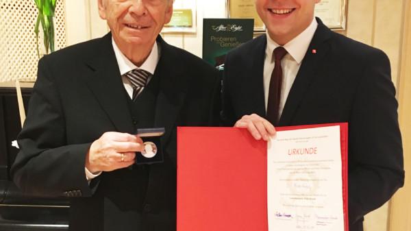 Willy-Brandt-Medaille für Fritz Riege